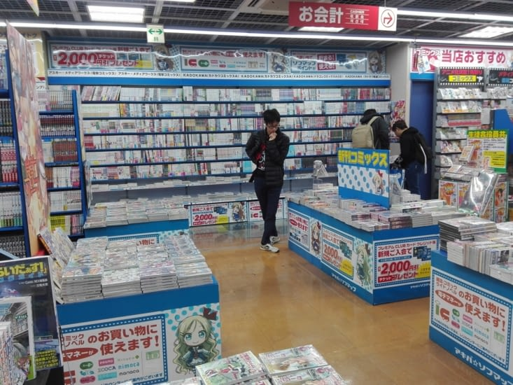 Dans un magasin de mangas