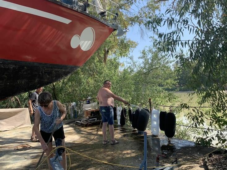 Le capitaine participe volontiers au nettoyage tellement envie de naviguer sur carolau3