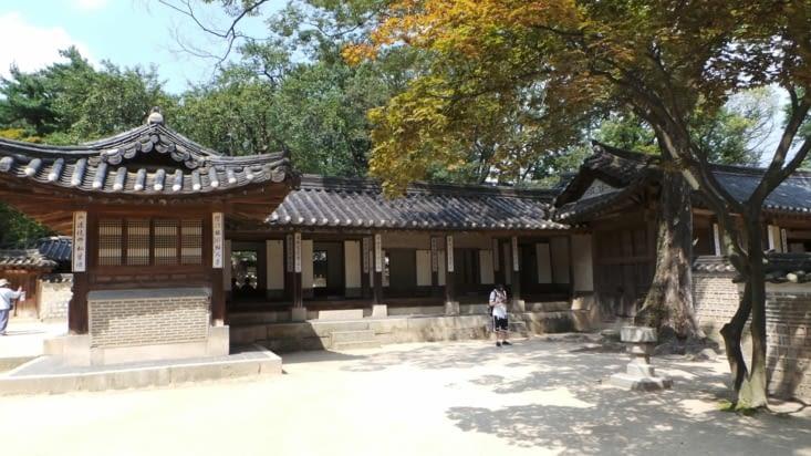 Les bâtiments où logeaient les membres de la royauté !