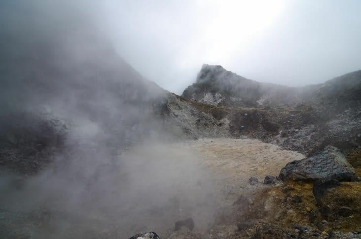 Le cratère dans les nuages