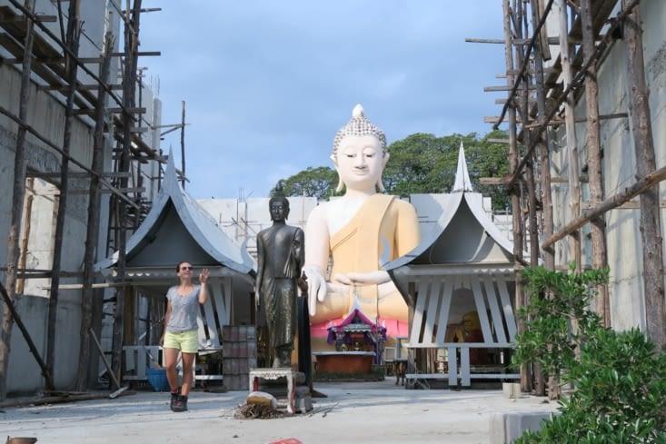 Temple en réparation sur Khao Sam Roi Yot