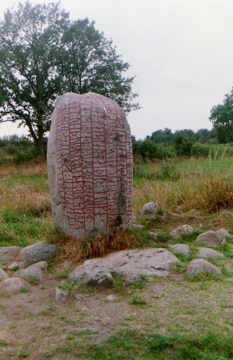 La pierre runique de Kartevistenen