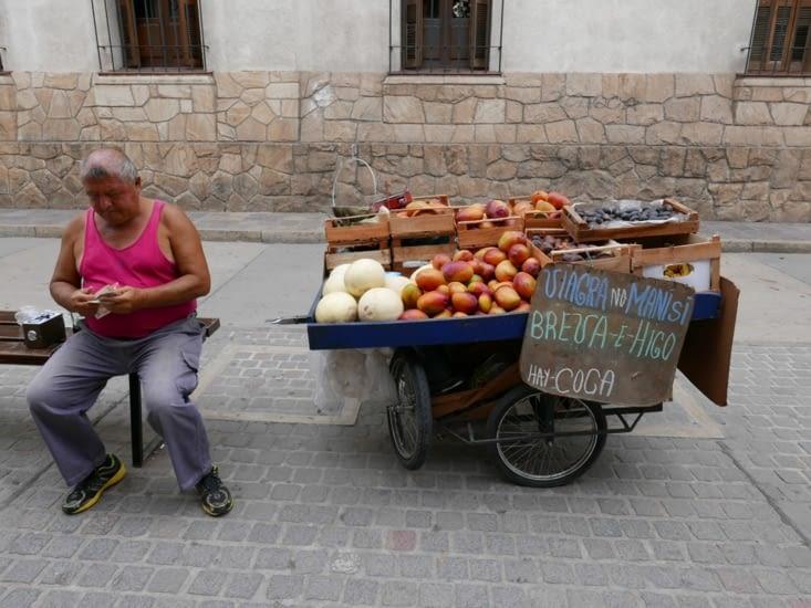 Même pas peur d'acheter une mangue au monsieur !
