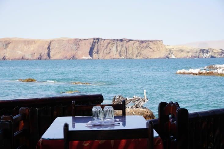 Déjeuner face à l'océan
