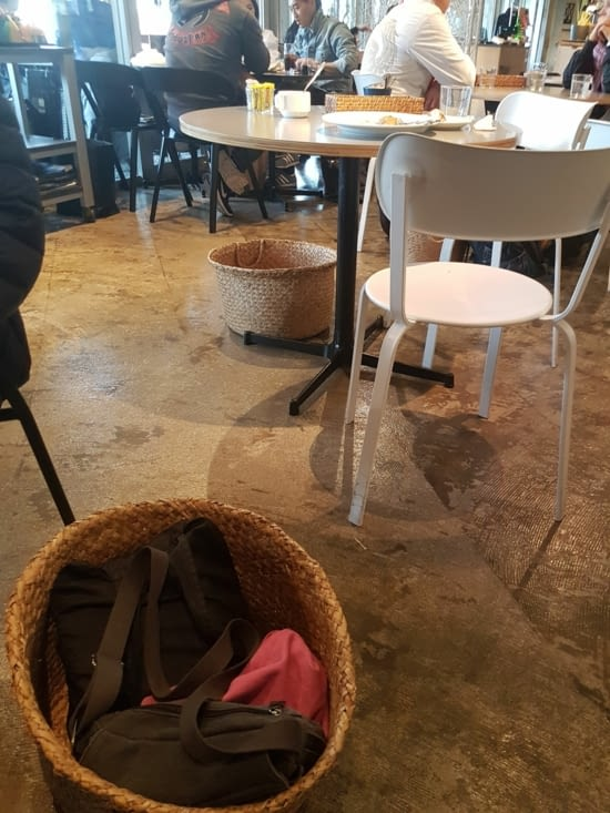 4) La corbeille à sacs