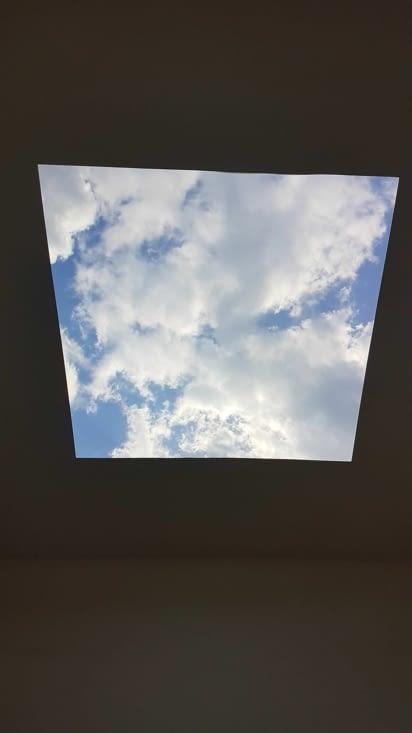 Ouverture sur le ciel. Tableau vivant.