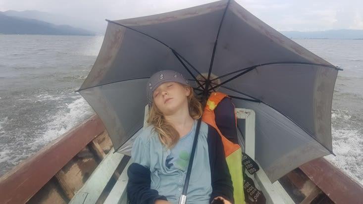 Et après 5h de pirogue et une averse de mousson...