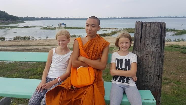 - du moine qui aimait poser sur les photos sur le pont Ubein !