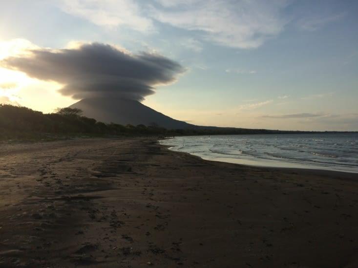 Champignon atomico-volcanique sur santo domingos