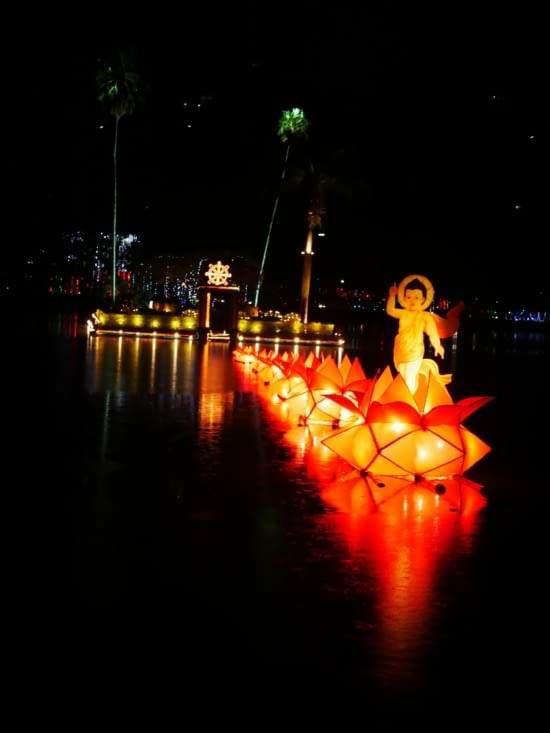 Sur le lac de Kandy, décoration pour Vessak