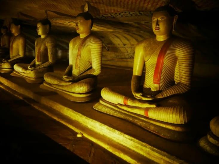 Quelques 150 peintures et statues de Boudha