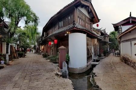 Lijiang, ruelles labyrinthiques et toits courbés